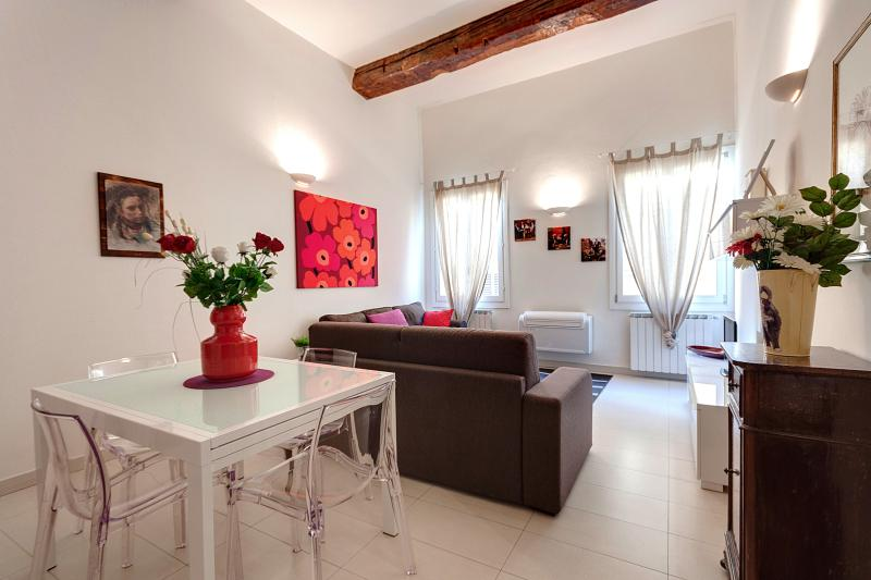 Bright Red Suite Apartment Rental in Florence - Image 1 - Florence - rentals