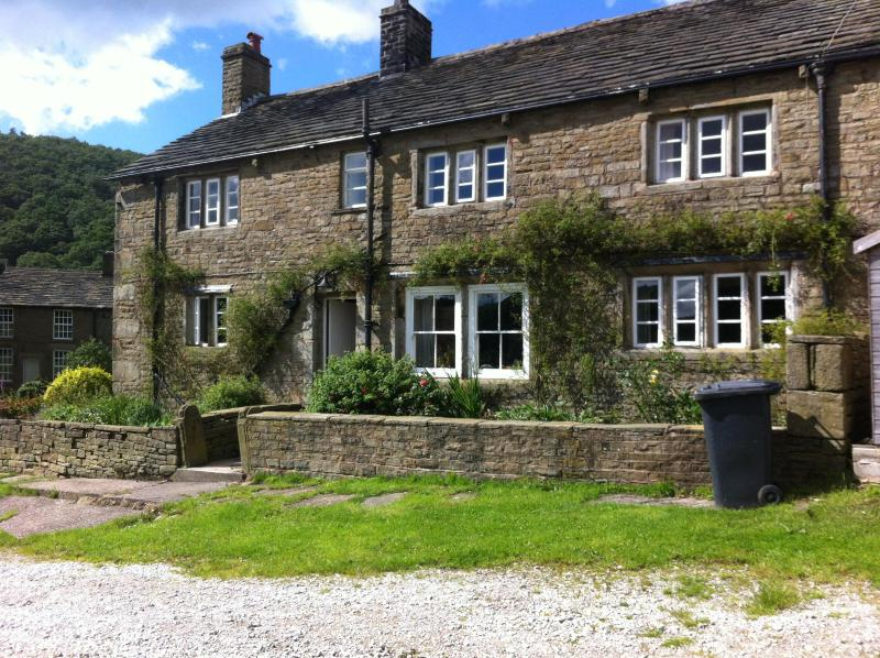 The front of Harold's Farm - Harold's Farm, Hayfield, Peak District - Hayfield - rentals