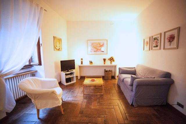 A place where to enjoy company and look out of the window surrounded by the characteristic contrade - IL CORTILETTO Apartment - Bellagio - Bellagio - rentals