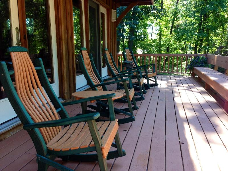 Comfortable rockers on  wrap around deck. Perfect for nature watchers*enjoy beautiful Autumn colors - Charming Cabin * Beautiful Fall Colors * Fire-pit - Lancaster - rentals