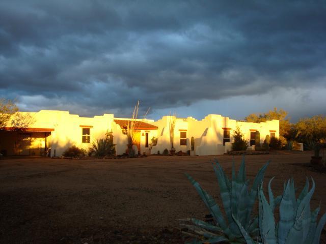 Hacienda del Mayar at sunset - SPECIAL DEAL: Hacienda close to Town, Nt Pk & Golf - Tucson - rentals
