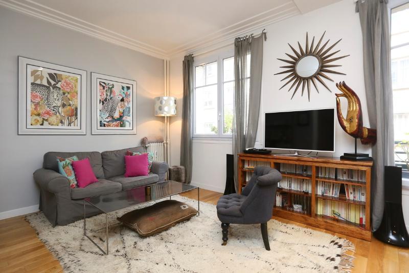 Living room - Bright, large 1BR, Invalides P7 - Paris - rentals