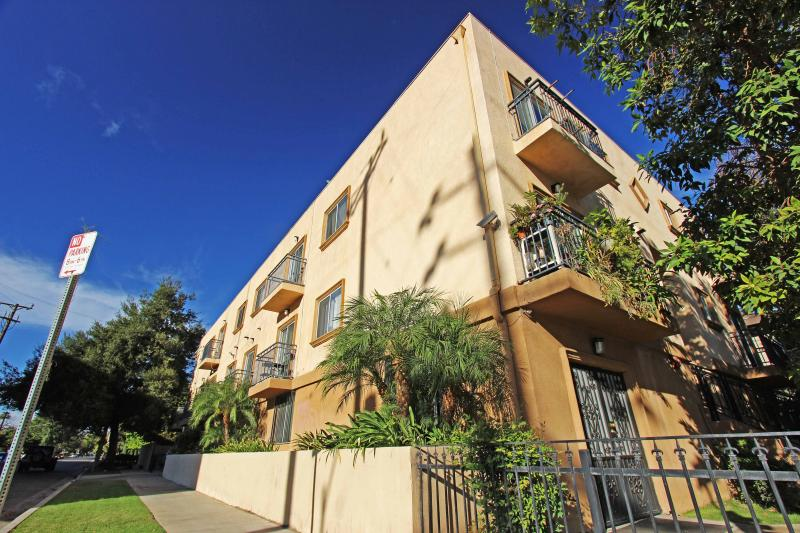 $125/day, 2BR/2BA Townhouse near north hollywood - Image 1 - Los Angeles - rentals