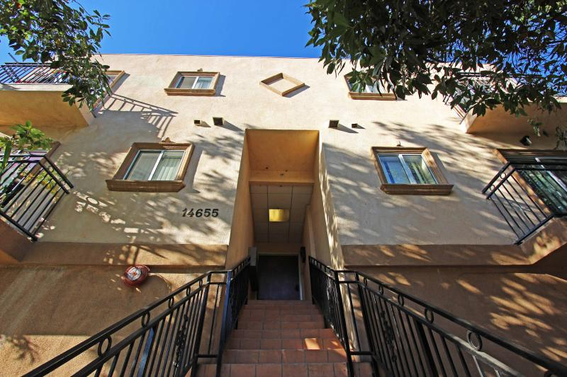 Amazing Townhouse 2B, 2B - Image 1 - Los Angeles - rentals