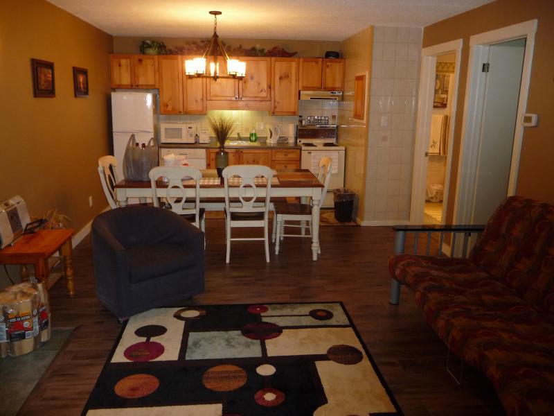 Leaving Room/Kitchen - Cranberry Resort Condominium - Collingwood - rentals