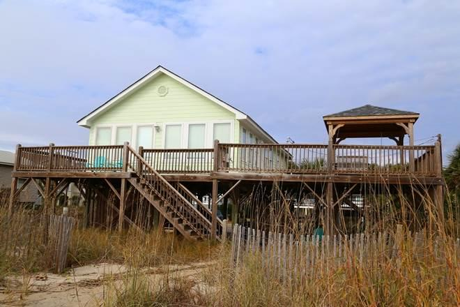 "518 Palmetto Blvd.- ""Decked Out"" - Image 1 - Edisto Beach - rentals"