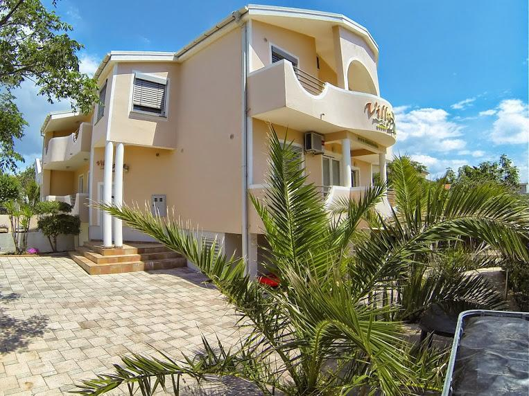 view from the garden - Cozy apartments 150 meters from the beach - Vir - rentals