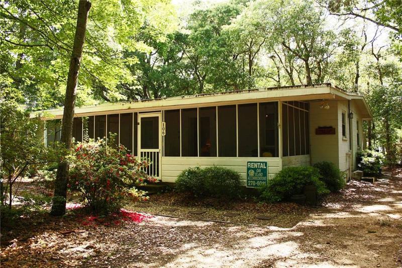 Down East Dream 106 SE 75th Street - Image 1 - Oak Island - rentals