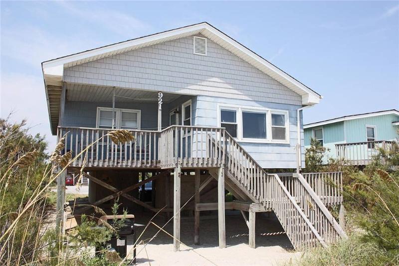 Flounder Inn 921 East Beach Drive - Image 1 - Oak Island - rentals