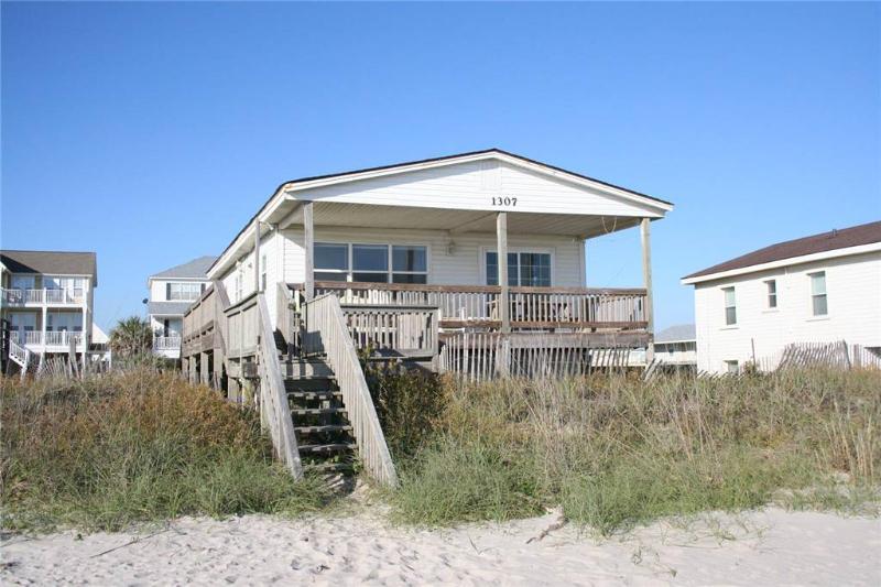 Lady Di 's 1307 West Beach Drive - Image 1 - Oak Island - rentals