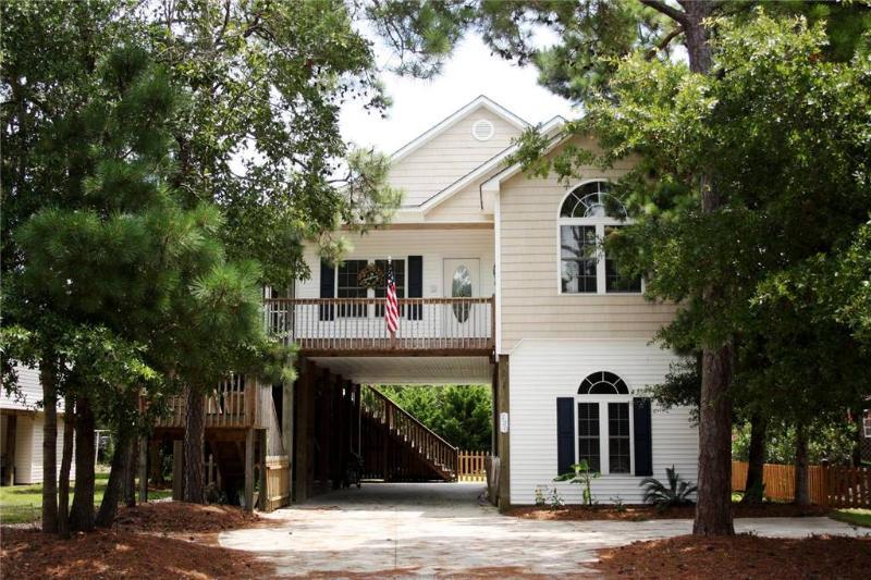 Paradise Palms 220 NE 43rd Street - Image 1 - Oak Island - rentals