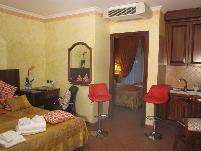 the  yellow  appartment - two bed-rooms  appartment next to FCO Fiumicino  a - Fiumicino - rentals