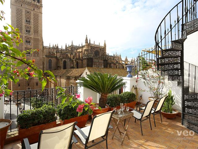 Private terrace overlooking the Cathedral. It is equipped with garden furniture. - Catedral Terrace | Unique views over the Cathedral - Seville - rentals