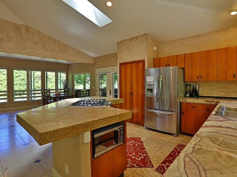 2k Sq Ft Luxury Home!Best Location+Deck+Wifi+Views - Image 1 - Haiku - rentals