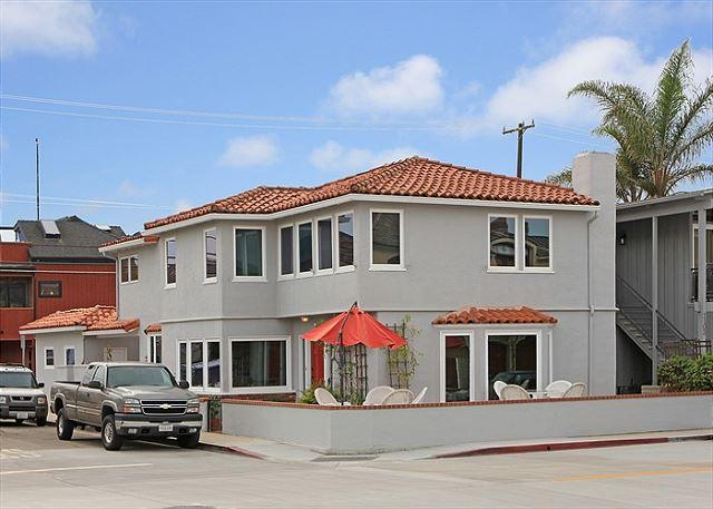 Lovely 4 Bedroom Single Family Home! 1 House from Bay! View! (68215) - Image 1 - Newport Beach - rentals