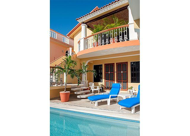 Spacious, airy, comfy 2nd floor apartment large kitchen and dining room - Image 1 - Puerto Morelos - rentals