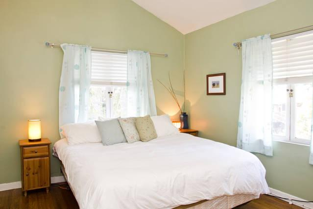 California King Bed - Legendary Laurel Canyon Home in Hollywood Hills - Los Angeles - rentals