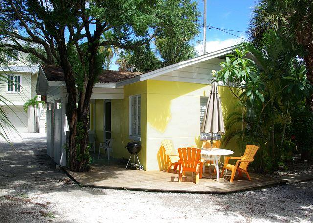 Exterior front of building - Beach Side  Steps to the Beach!  Pets Welcome! - Indian Rocks Beach - rentals