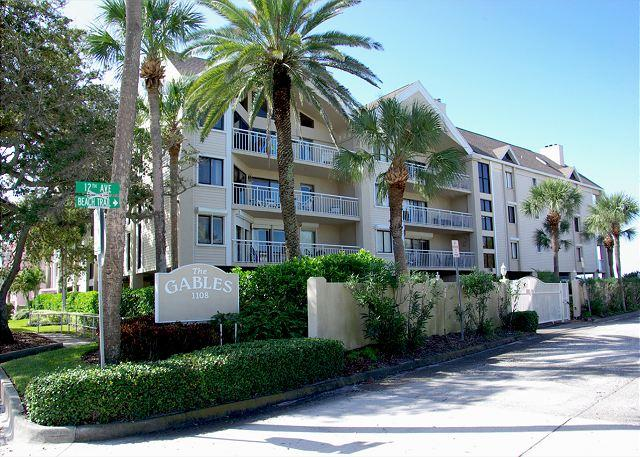 Exterior front of building - Gulf Front Condo with Heated Pool & Covered Parking 2 Bedroom, 2 Bath - Indian Rocks Beach - rentals