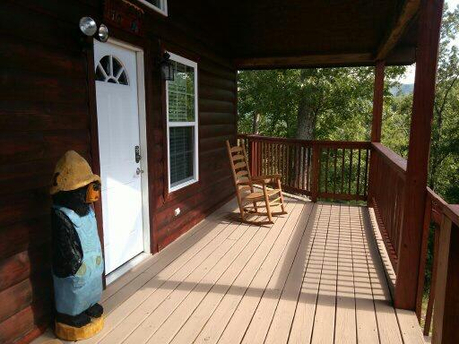 Front of Papa Bear Deck - Papa Bear - Fabulous cabin minutes to Pigeon Forge - Pigeon Forge - rentals