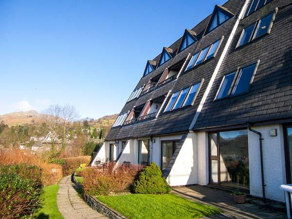 19 THE LAKELANDS, apartment with fell views, on-site swimming pool, close to shops and pubs, walks from the door, in Ambleside, Ref 904739 - Image 1 - Ambleside - rentals