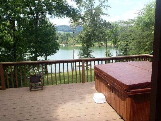 On Golden Pond Hot tub with view - On Golden Pond - New Tazewell - rentals