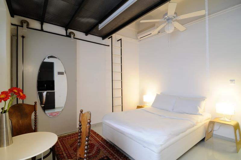 Cosy central studio with garden!! - Image 1 - Athens - rentals