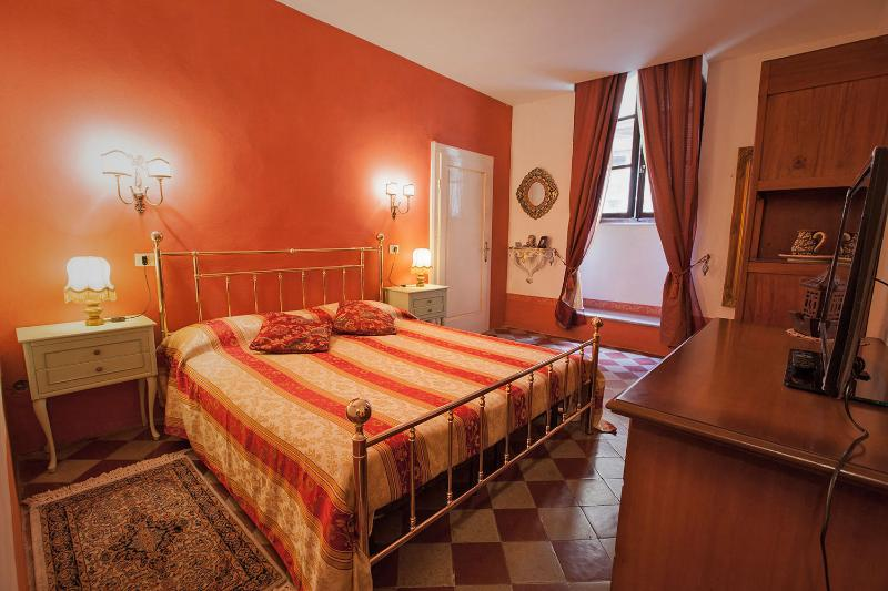 Central Cortona Apartment at Quintani Luna - Image 1 - Cortona - rentals