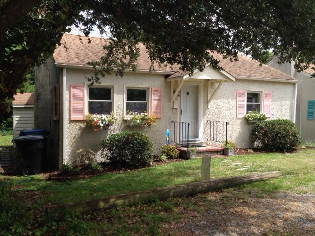 2 Bedroom Charming Cottage, Walk to Beach - Image 1 - Virginia Beach - rentals