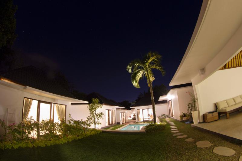 Ombak Villa, 5 Bedroom Tropical Garden, 5 Min to B - Image 1 - Jimbaran - rentals