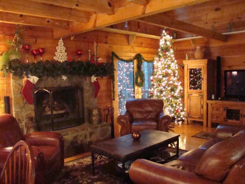 Christmas in Dahlonega MONARCH LODGE - MONARCH LODGE - Authentic 3000' Log Home on the Etowah River - Dahlonega - rentals