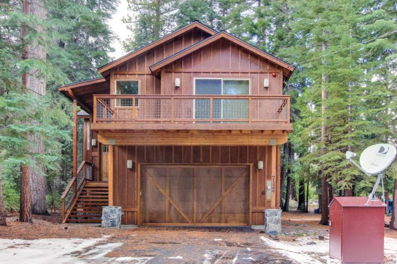 Deluxe West Shore home w/beautiful deck - half-mile to beach & 10 min. to skiing - Image 1 - Tahoma - rentals