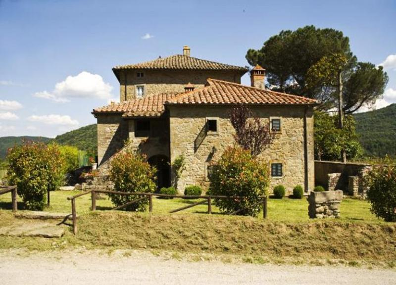 Long view of the villa and hills - Villa Laude - Cortona - rentals