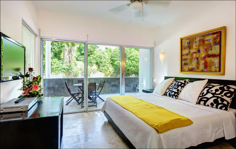 Master Bedroom - La Vista 1 block from Mamitas beach , Super Deal - Playa del Carmen - rentals