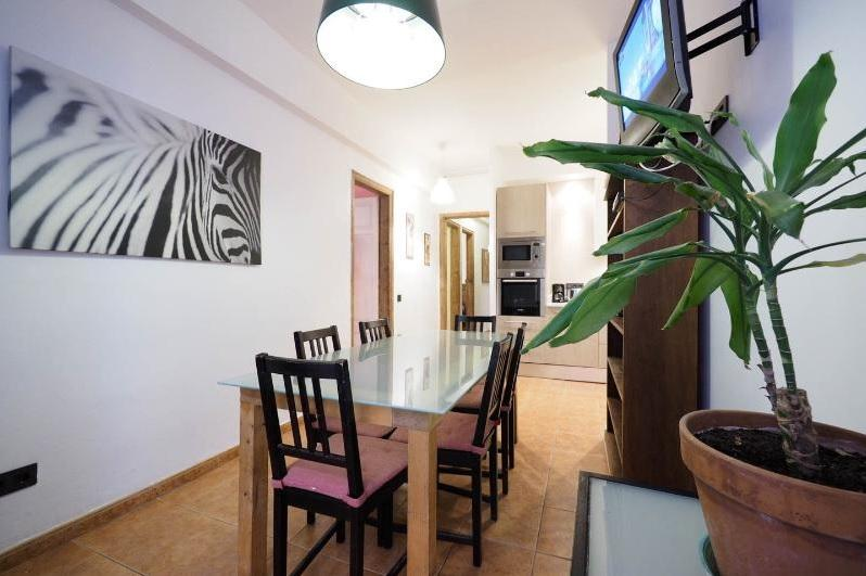dining area room 4 bedroom ap - Vidre Home Plaza Real - Las Ramblas 4 br/3bath apt - Barcelona - rentals