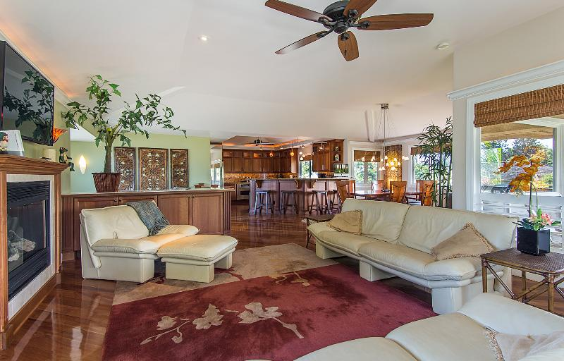 Impeccably Clean and Spacious Executive Home Awaits You. Walk to Beaches, Tennis and Dining. - Aloha Lani - Walk To Beach, Shopping and Fine Dining - Princeville - rentals