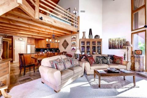 Premiere Penthouse Condominium located next to Snow Park Lodge in Park City, Utah and overlooks the Deer Valley Resort ski slopes. - Deer Valley Powder Run - Park City - rentals