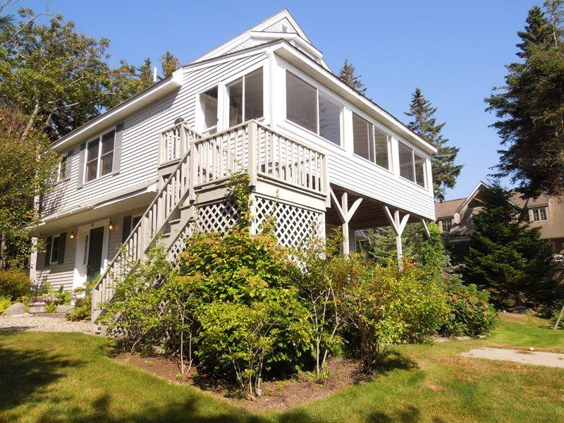 Clearview lives up to its name with its big, beautiful windows to soak up the oceanviews - CLEARVIEW | EAST BOOTHBAY, MAINE | OCEAN VIEWS | FAMILY VACATION | OCEAN POINT COLONY TRUST - East Boothbay - rentals