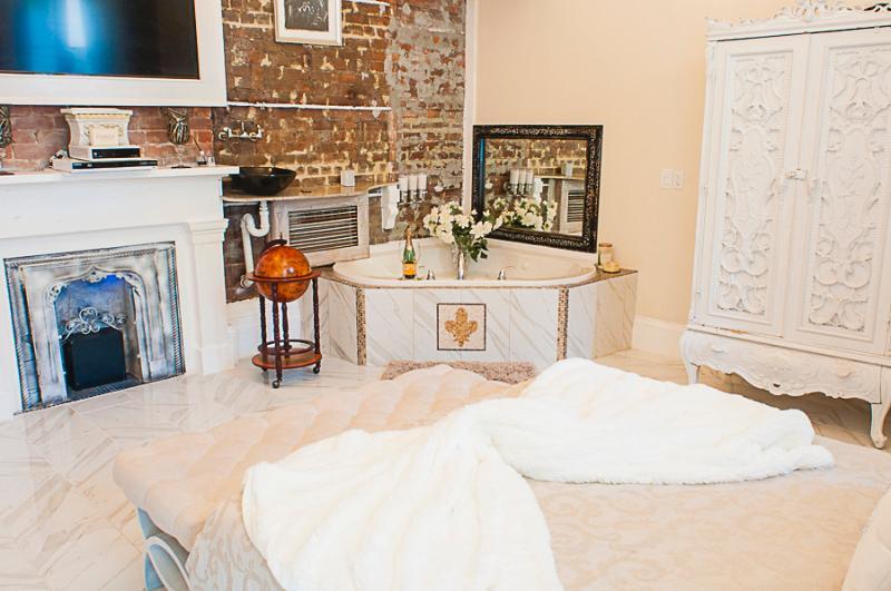 Fleur De Lis Suite - Image 1 - New Orleans - rentals