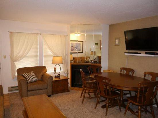 Budget condo with room for the whole family - Image 1 - Eden - rentals