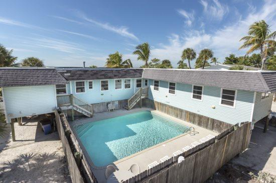 Nicely decorated Duplex with a spectacular view of the Gulf of Mexico. -  Seagull Duplex - Image 1 - Fort Myers Beach - rentals
