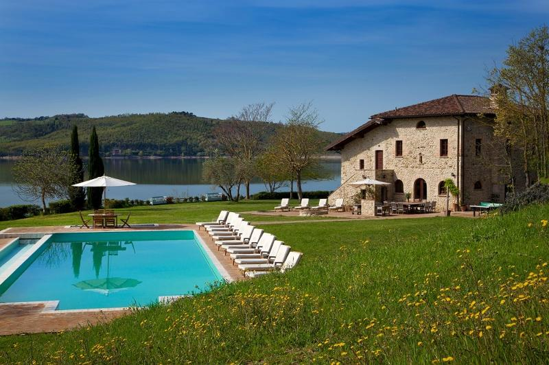 Villa on Private Peninsula with Stunning Lake View - Image 1 - Orvieto - rentals