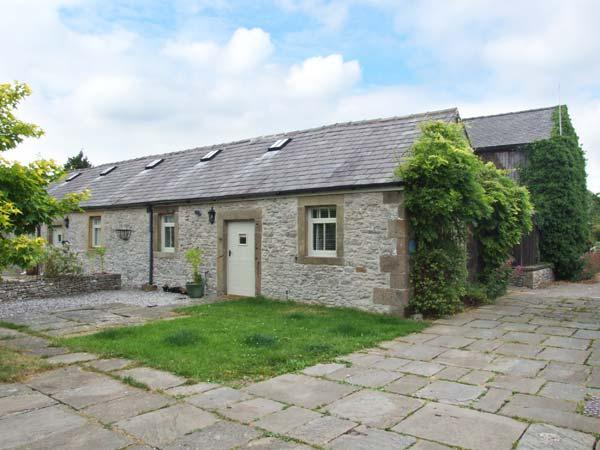 UNICORN COTTAGE, beautiful holiday home, ground floor bedroom, walks from the - Image 1 - Over Haddon - rentals