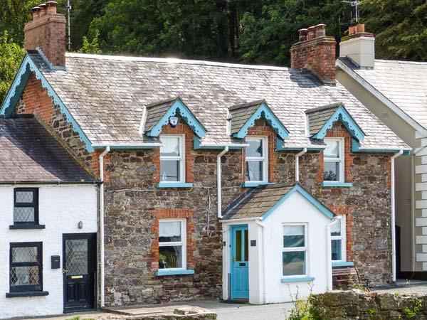 QUAY VIEW, bayside cottage, stove and fire, en-suite, family holiday home, in Arthurstown, Ref 915164 - Image 1 - Arthurstown - rentals