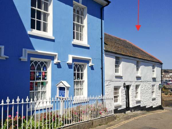 THE SLIPWAY, ground floor apartment, en-suite, pet-friendly, romantic retreat, in Penzance, Ref 918889 - Image 1 - Penzance - rentals