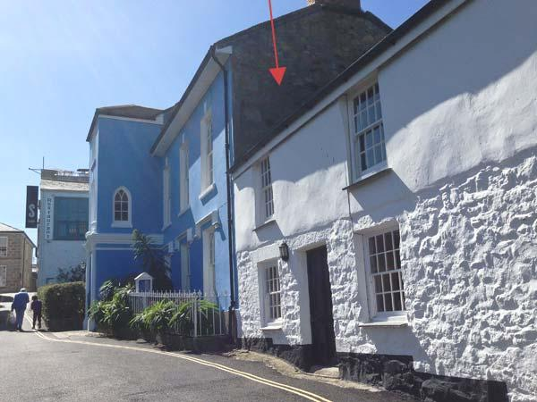 MOUNT VIEW, first floor apartment, pet-friendly, shared enclosed garden, ideal for families, in Penzance, Ref 918890 - Image 1 - Penzance - rentals