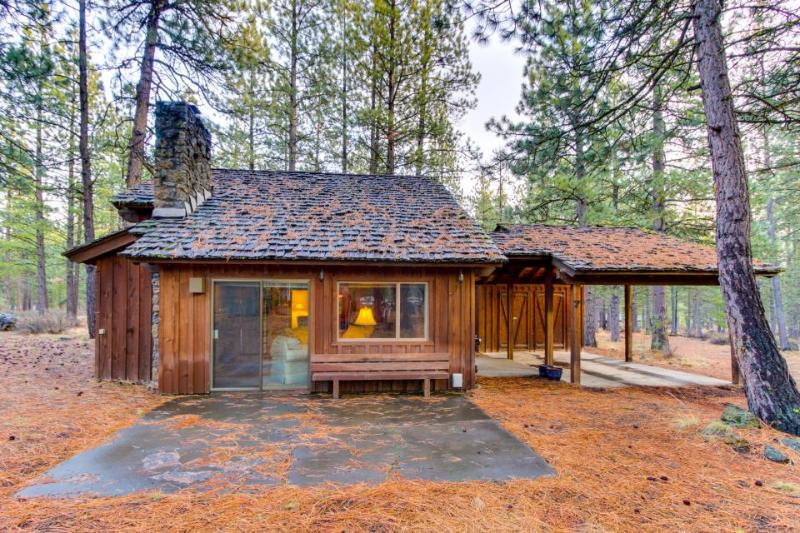 Cozy & secluded Sunriver cabin w/SHARC access! Surrounded by beauty & nature - Image 1 - Sunriver - rentals