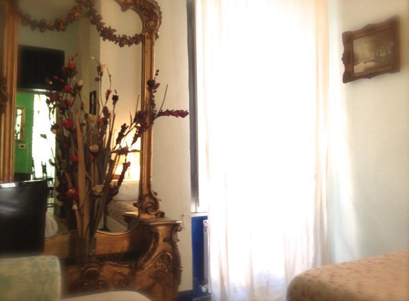 Sunny & airy bedroom - Artistic studio, Rome, Termini station - Rome - rentals