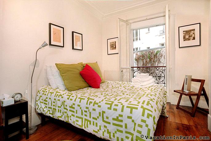 Diamonds in Your Sky Two Bedroom - ID# 204 - Image 1 - Paris - rentals