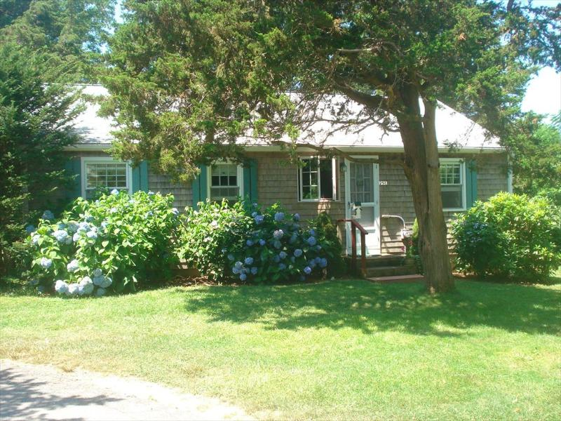 Front of cottage - E Orleans Vacation Rental (107494) - East Orleans - rentals